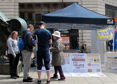 Leeds, Britain: Public Support for Peaceful Practice